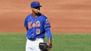 Mets starting pitcher Marcus Stroman stands on the