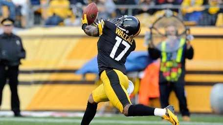 Mike Wallace caught eight TD passes in 2011