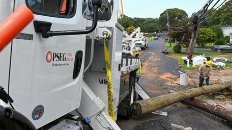 PSEG Long Island crews work to restore power