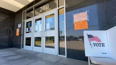 A state primary poling place in Mineola is