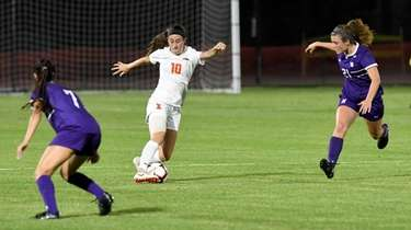 University of Illinois soccer student-athlete Hope Breslin plays