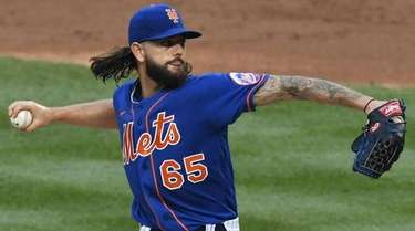 Mets starting pitcher Robert Gsellman delivers against the