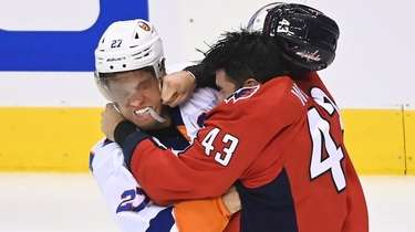 Capitals right wing Tom Wilson fights Islanders left
