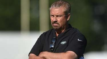 Jets defensive coordinator Gregg Williams watches his players