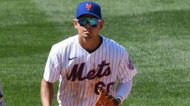 Mets second baseman Andres Gimenez runs to the