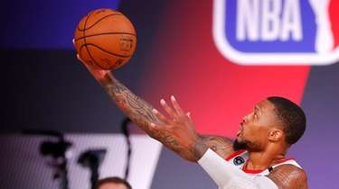Damian Lillard of the Portland Trail Blazers goes