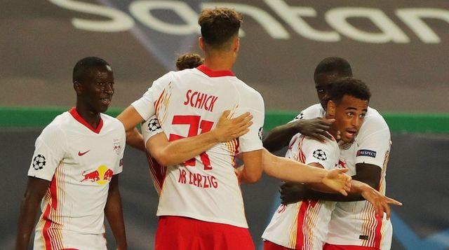 Tyler Adams (2R) of Leipzig celebrates with teammates