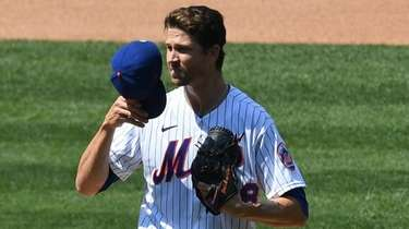 Mets starting pitcher Jacob deGrom reacts on the