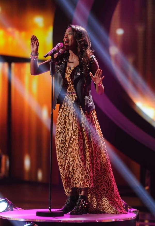 """American Idol"" contestant Amber Holcomb sings ""A Moment"