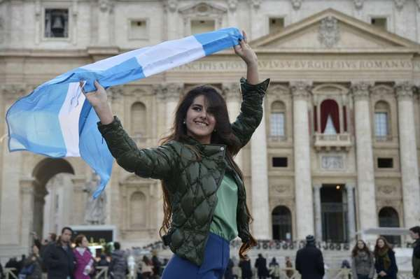 A women poses with an Argentinian flag on