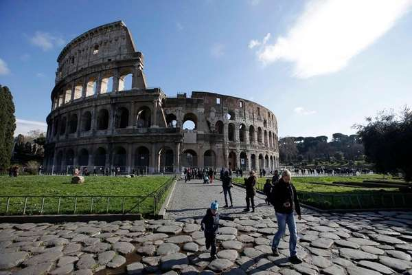 Tourists walk outside Rome's Colosseum. (Jan. 18, 2013)