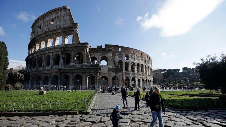 ???Tourists walk outside Rome's Colosseum. (Jan. 18, 2013)