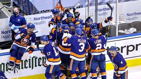 Islanders Thankful For Support From Fans Back Home While Inside Nhl Bubble Newsday