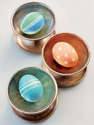 Easter egg dyeing and decorating tips from FamilyCircle.com