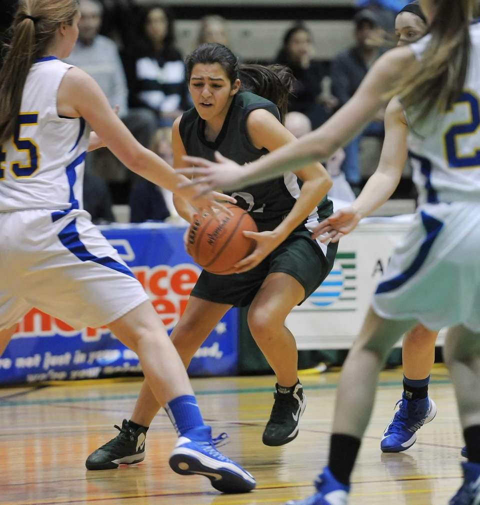Harborfields' Amy Luxemberg, center, looks for a way