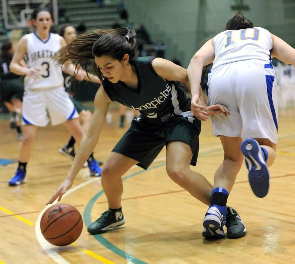 Harborfields' Amy Luxemberg, left, gains control of a