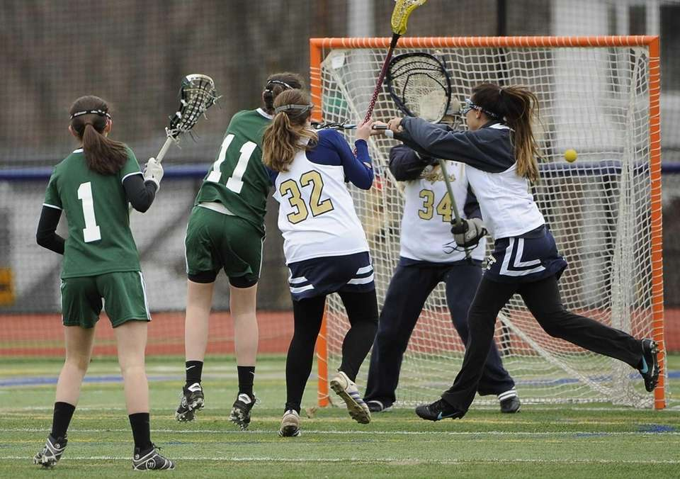 Locust Valley's Kameron Palagonia scores on Bethpage in