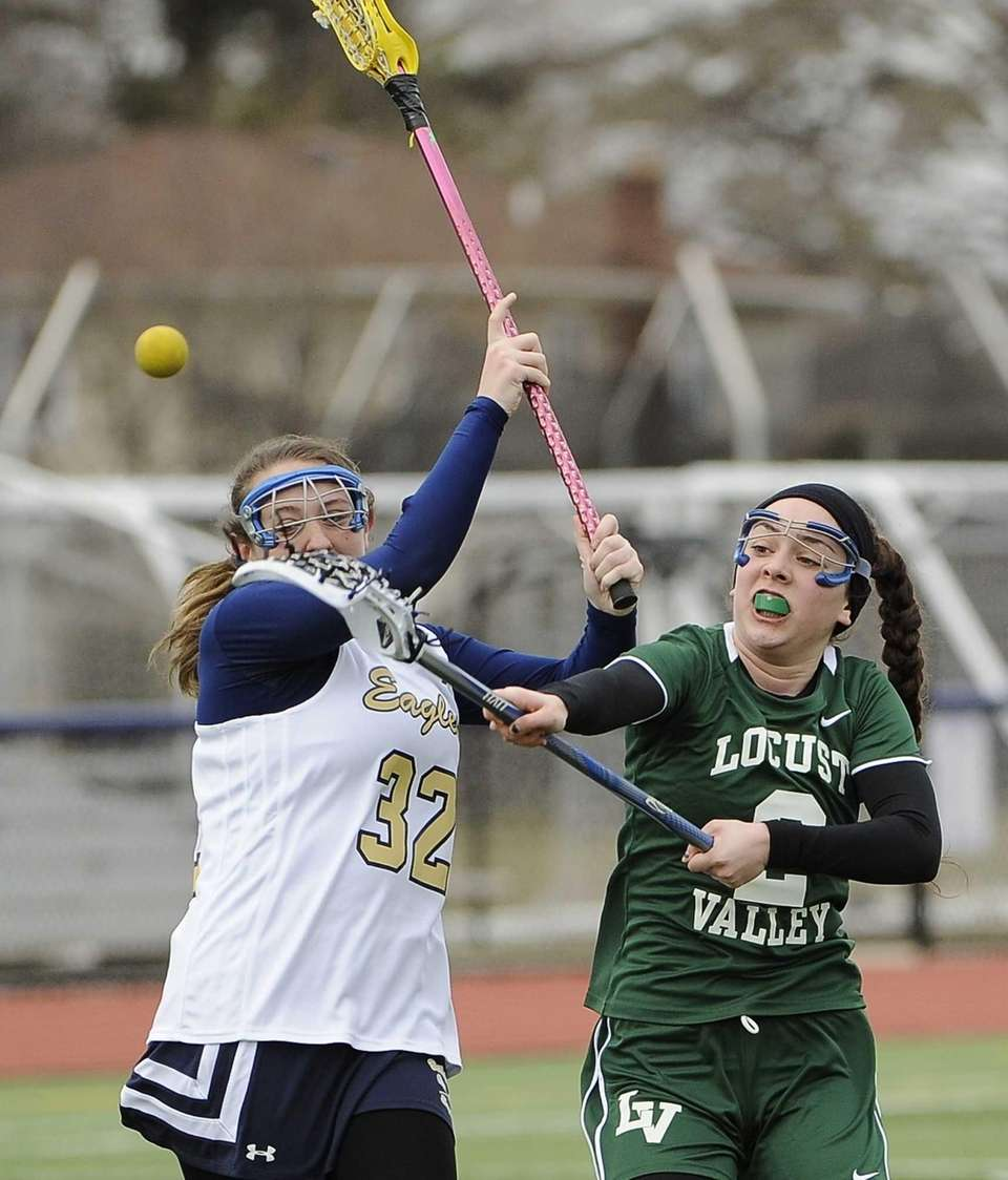 Locust Valley's Joan Heney shoots against Bethpage in