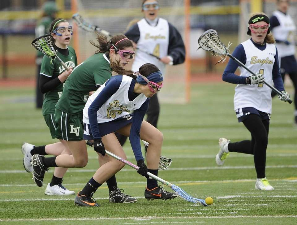 Bethpage's Isabella Bradley wins a ground ball against