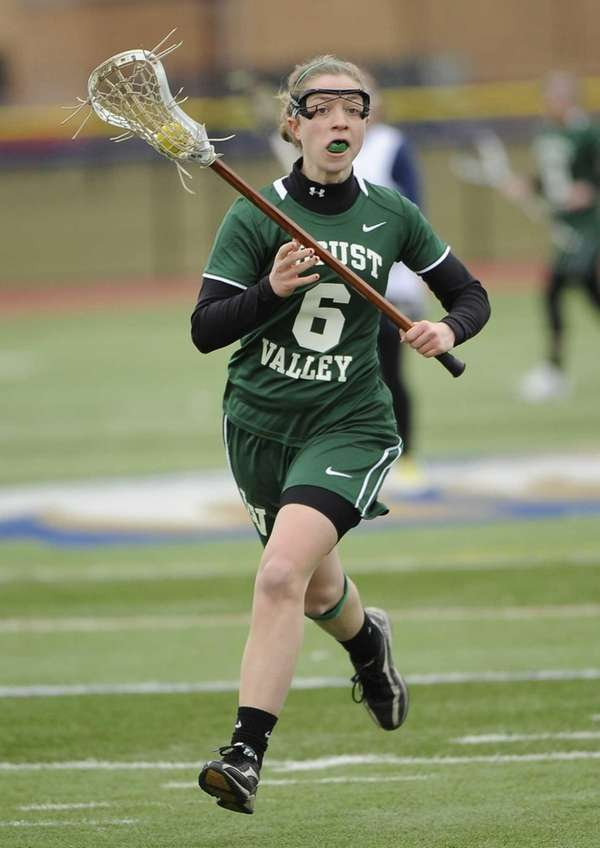 Locust Valley's Bairre Reilly controls the ball against