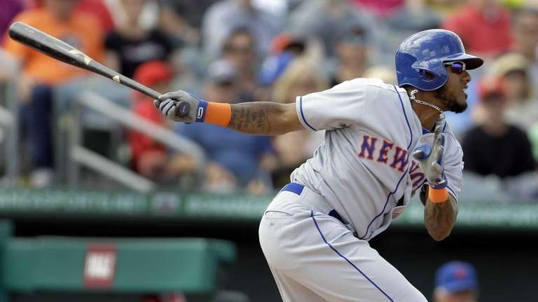 Jordany Valdespin hits an RBI-single during the eighth