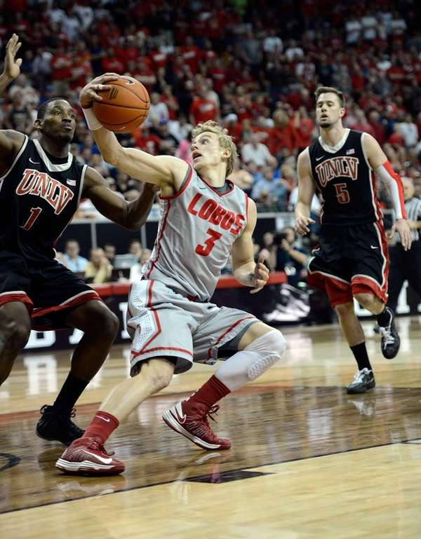 Hugh Greenwood of the New Mexico Lobos fakes