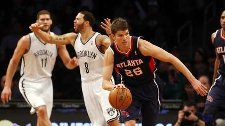 Kyle Korver of the Atlanta Hawks heads up