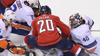 New York Islanders goaltender Semyon Varlamov (40) covers