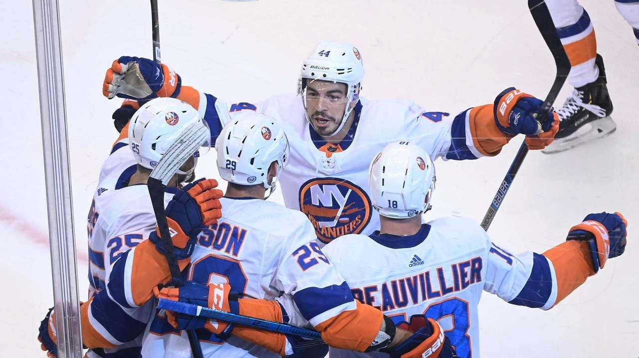 Anthony Beauvillier scored twice as the Islanders closed