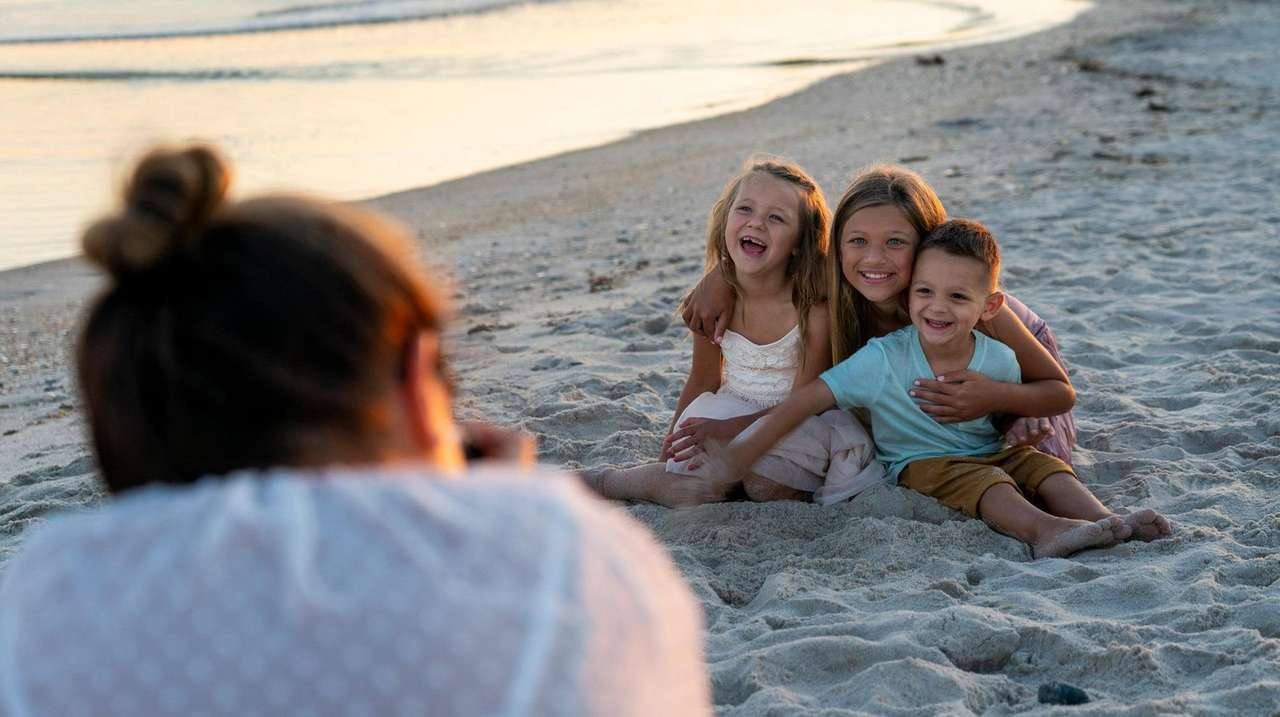 Long Islanders looking to take outdoor family portraits