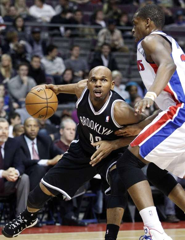 Jerry Stackhouse drives against Detroit Pistons forward Khris