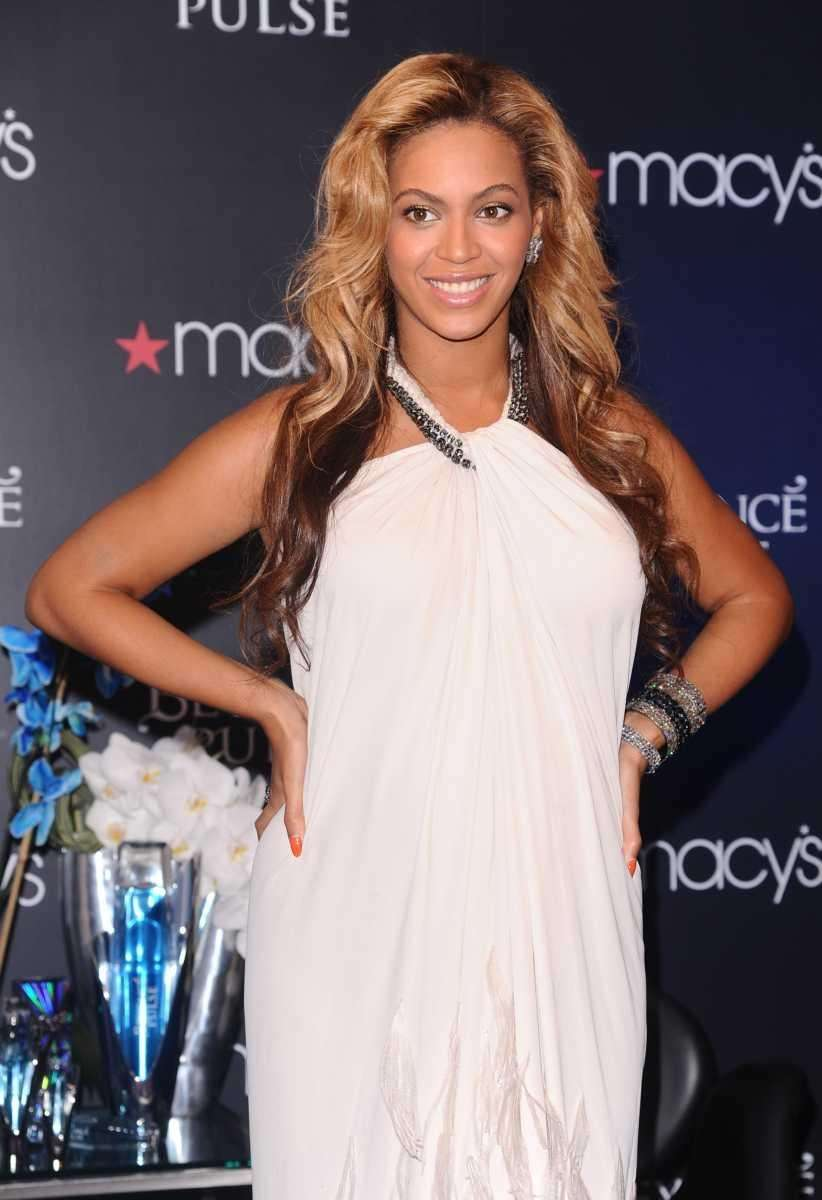 Beyonce Knowles makes an appearance at Macy's Herald