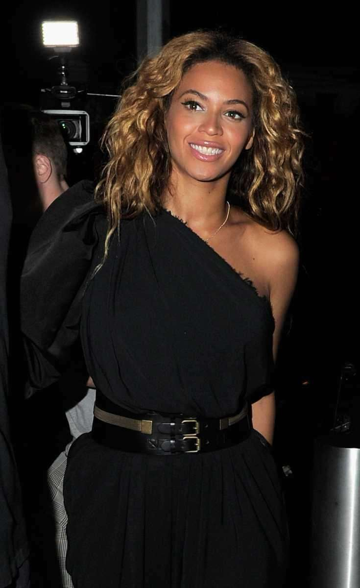 Singer/actress Beyonce arrives at the Moet Rose Lounge