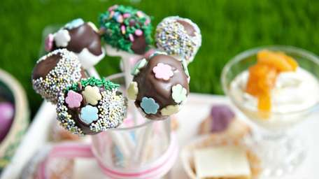 These super-easy marshmallow pops are made with dark