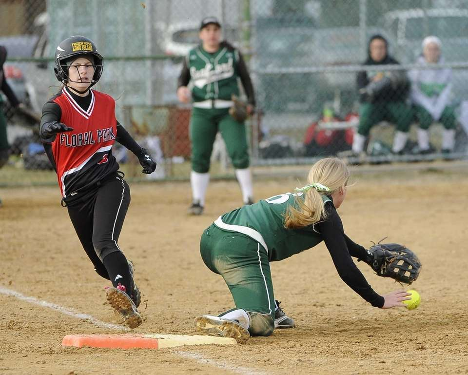 Floral Park's Sam Perri is safe at first