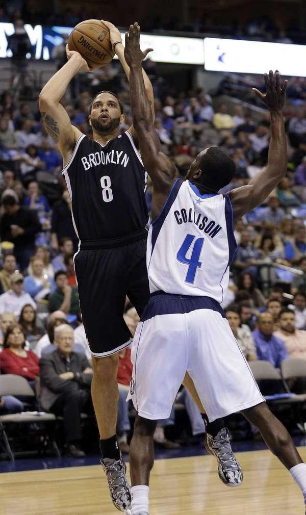 Nets guard Deron Williams shoots against Dallas Mavericks