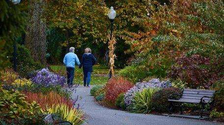 Fall foilage at Bayard Cutting Arboretum in East