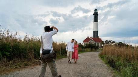Photographer Mike Cassara shoots engagement pictures for Grace