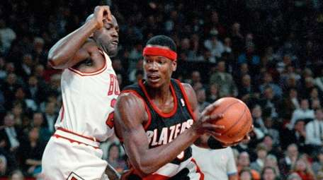 The Trail Blazers' Cliff Robinson drives past the