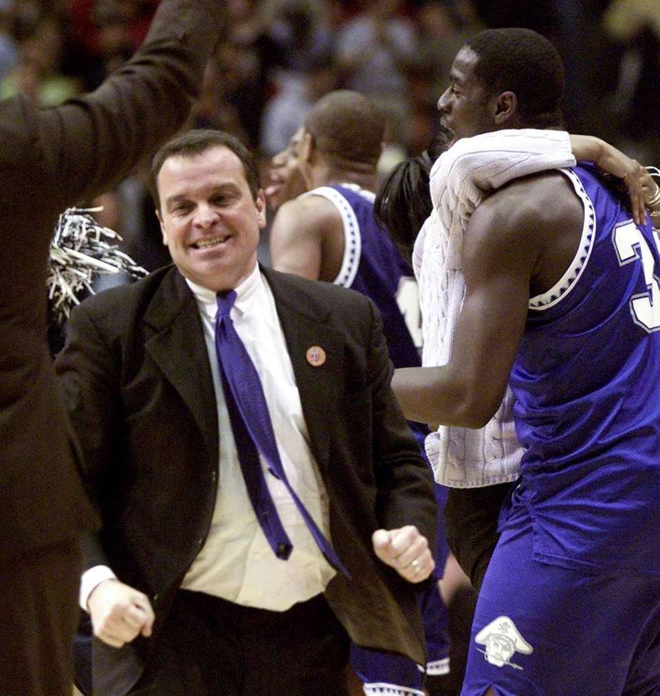 2001 NCAA Tournament No. 15 Hampton upset No.