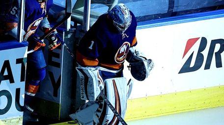 Thomas Greiss of the New York Islanders skates