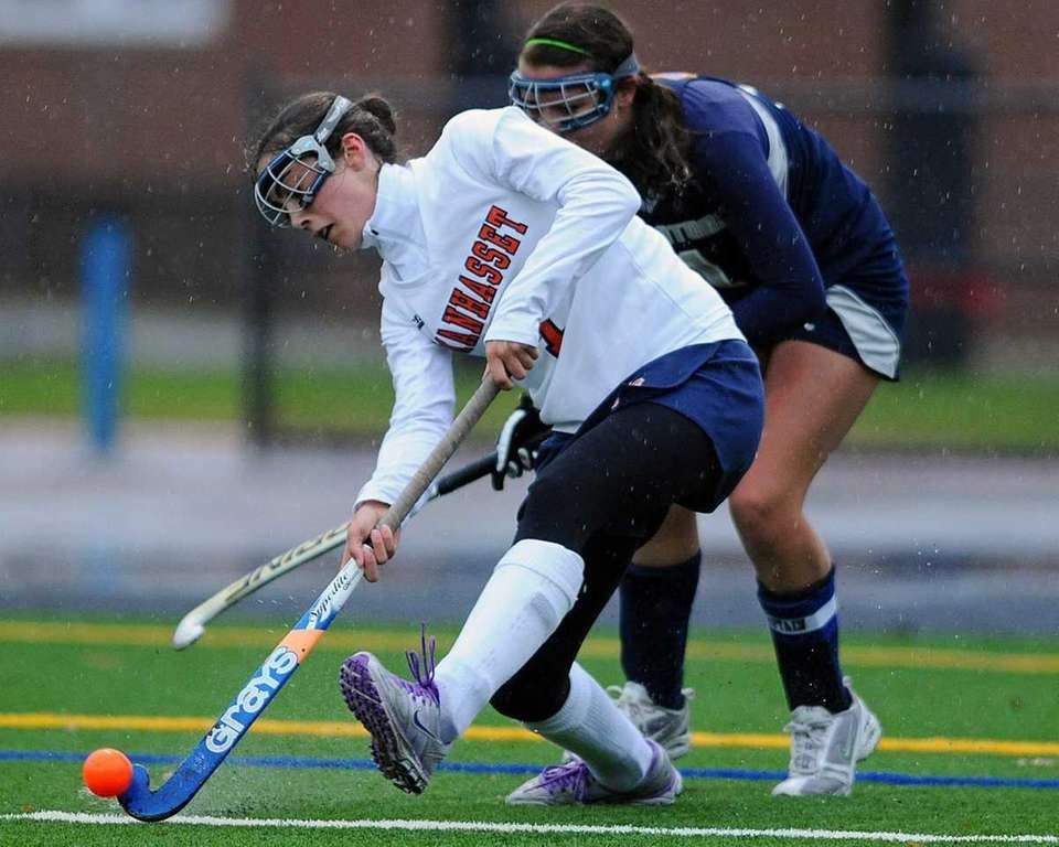 JULIA GLYNN Midfielder, Manhasset, Jr. Shown here playing
