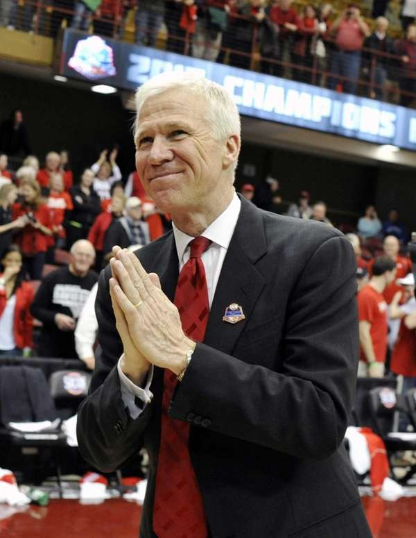 Davidson head coach Bob McKillop acknowledges the student