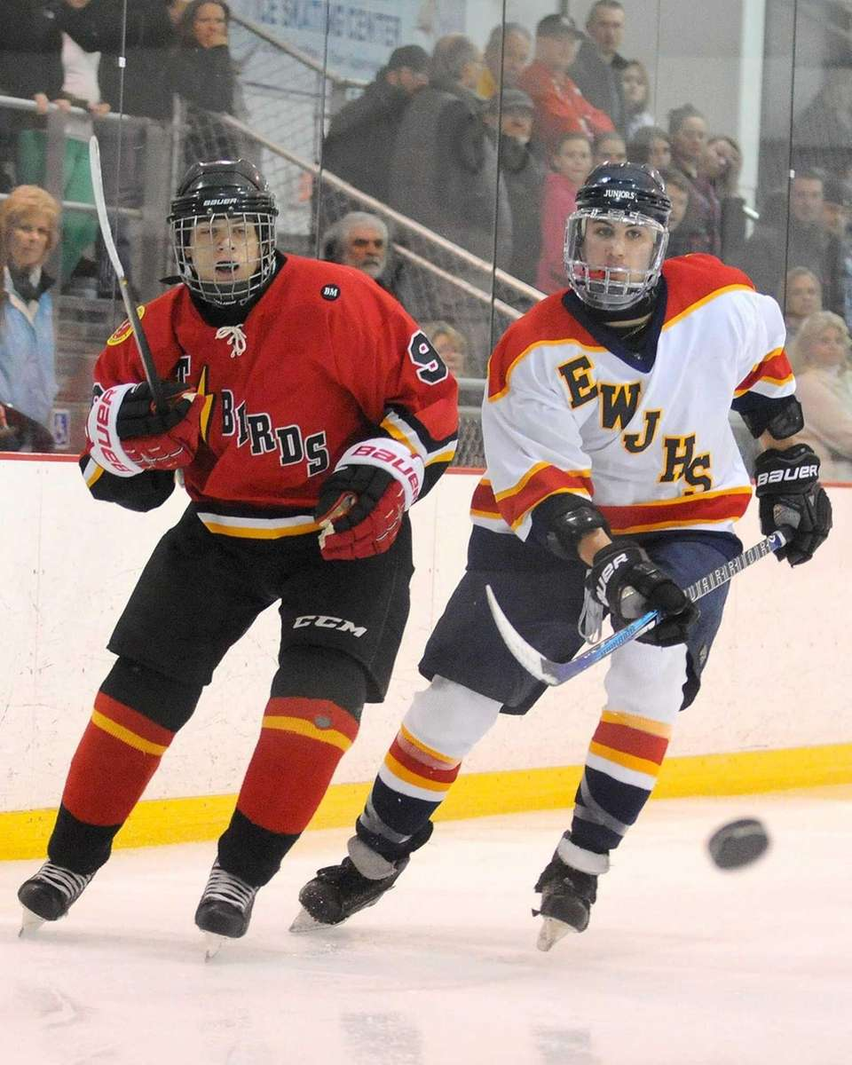 East Williston-Jericho Anthony Modica, right, and Connetquot-Sayville John