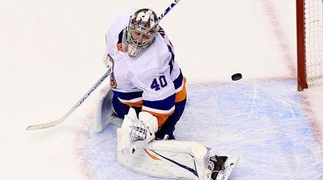 Islanders goaltender Semyon Varlamov lets in the puck