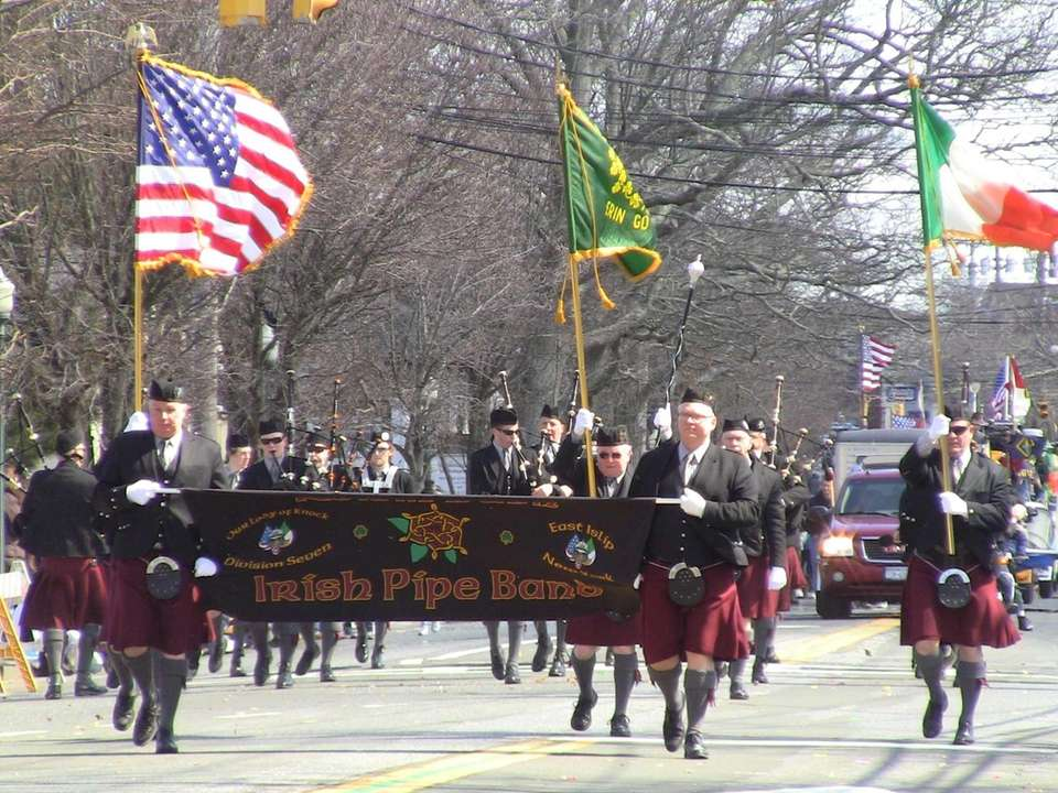 The Roisin Dubh Irish Pipe Band from East