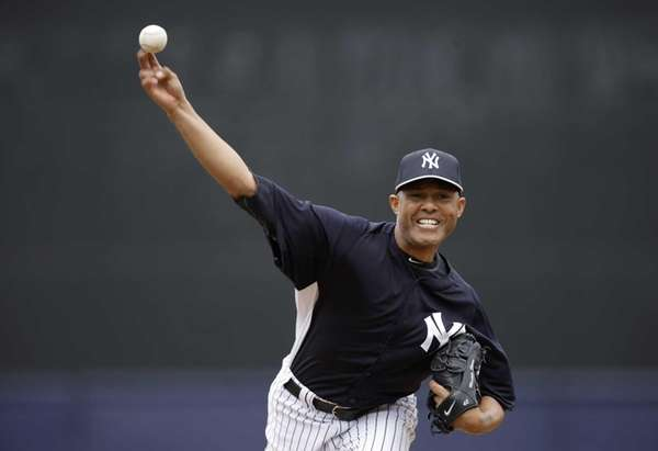Mariano Rivera delivers a warmup pitch before facing
