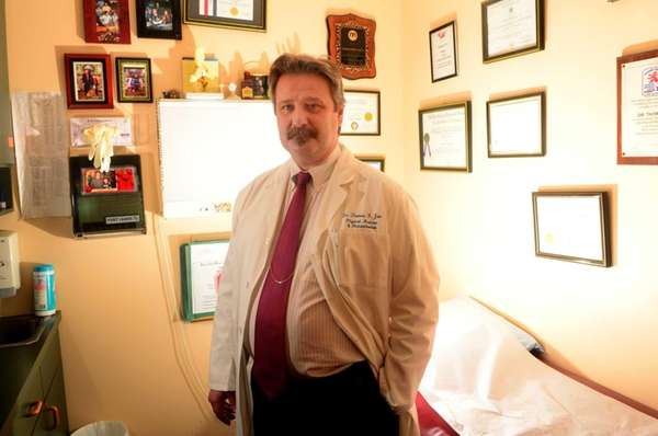 Dr. Thomas Jan, a Massapequa pain doctor who