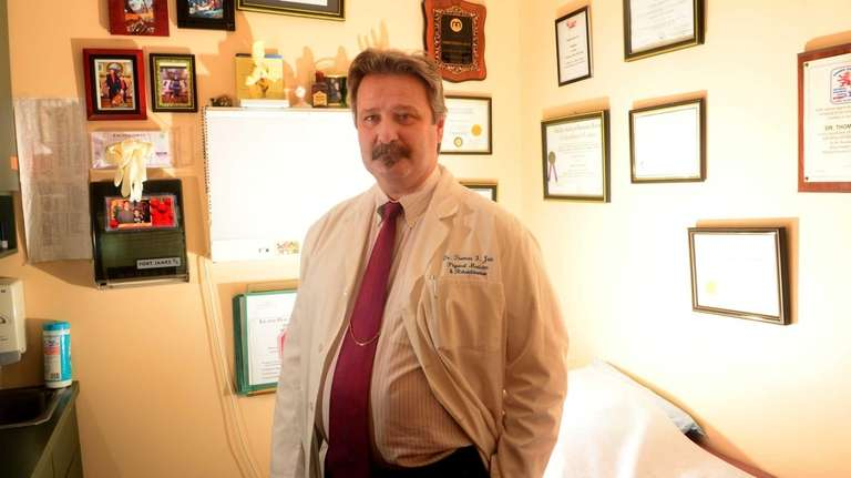 Dr. Thomas Jan, a Massapequa pain doctor who