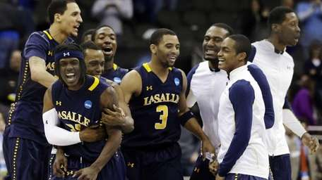 La Salle guard Tyrone Garland celebrates with teammates